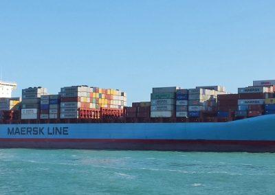 adrian Maersk and tugs